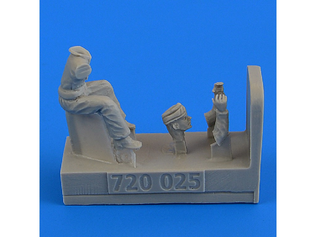 Aires - 720025 - WWII RAF Motorcycle Driver - part 2 1:72