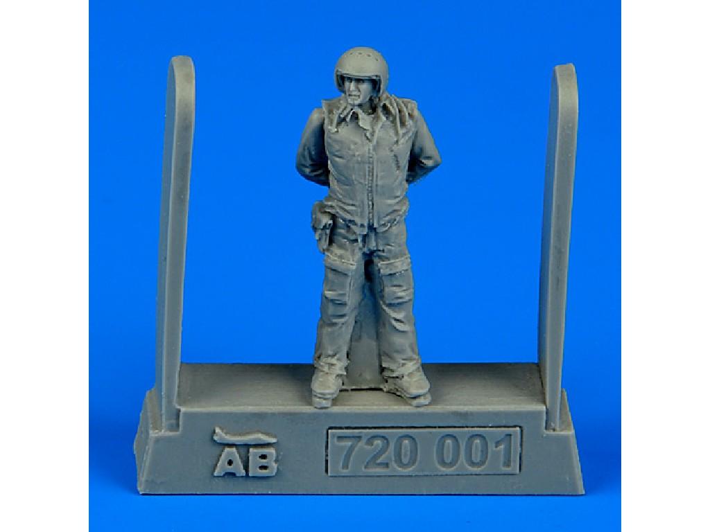 1/72 Soviet air force fighter pilot