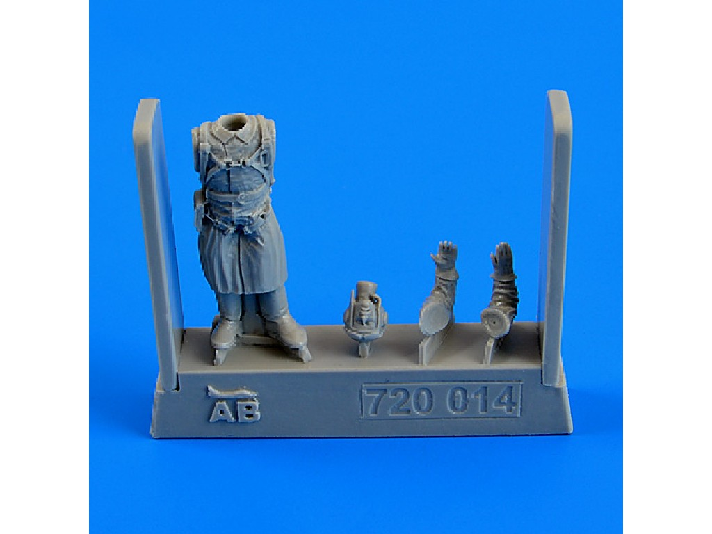 Aires - 720014 - Russian Pilot WWII 1:72