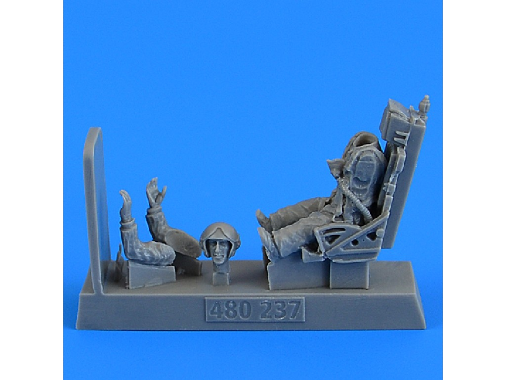 Aires - 480237 - Soviet Fighter Pilot with ejection seat for MiG-19 Farmer for Trumpeter/Eduard kit 1:48
