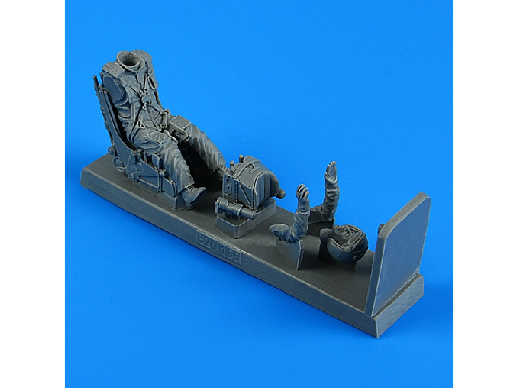 Aires - 320155 - Soviet Pilot with ej. seat for Su-25 for TRUMPETER kit 1:32