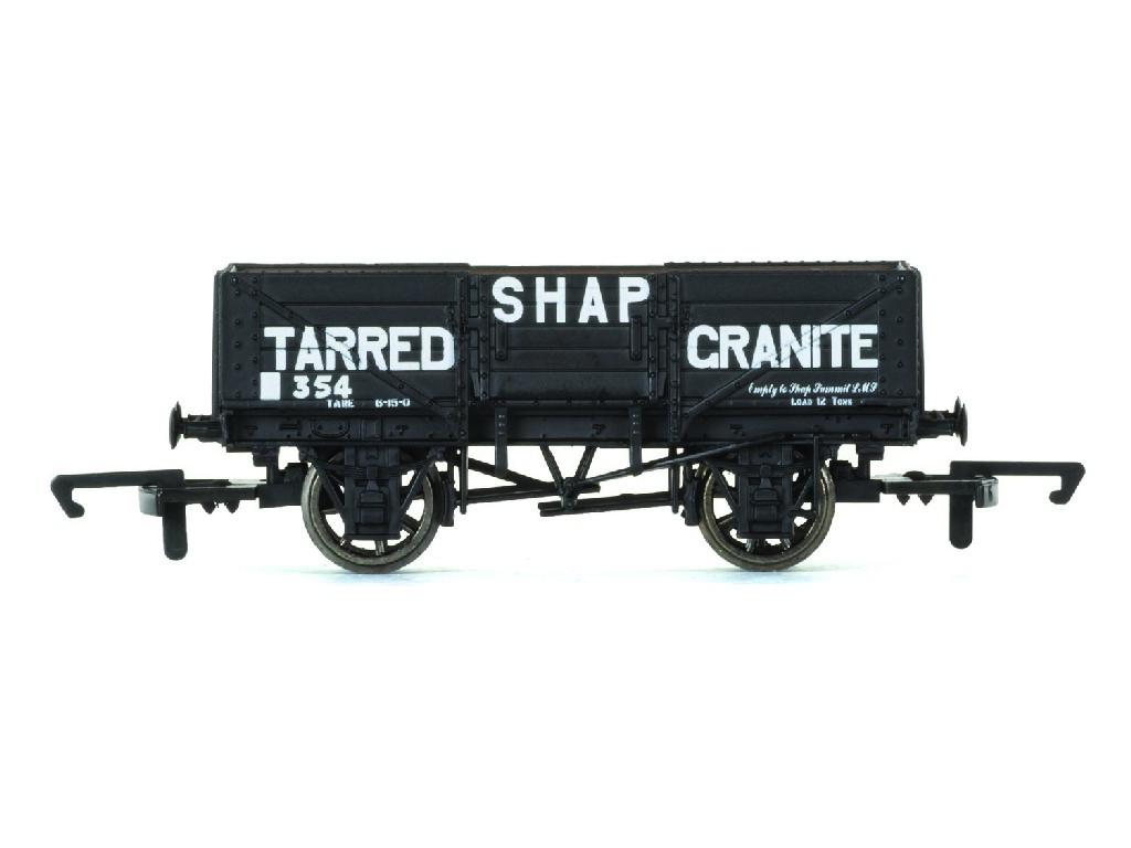 Vagón nákladní Hornby R6750 - 5 Plank Wagon Shap Tarred Granite