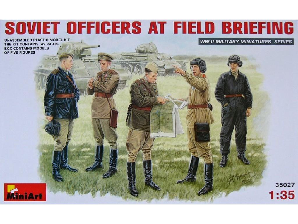 1/35 Plastikový model - Soviet Officers At Field Briefing (5 fig.)